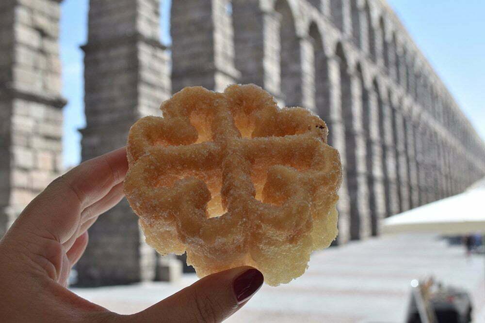 Wat is jouw favoriete vakantie bestemming? In Spanje in Segovia vond ik een typisch koekje, flores genaamd.