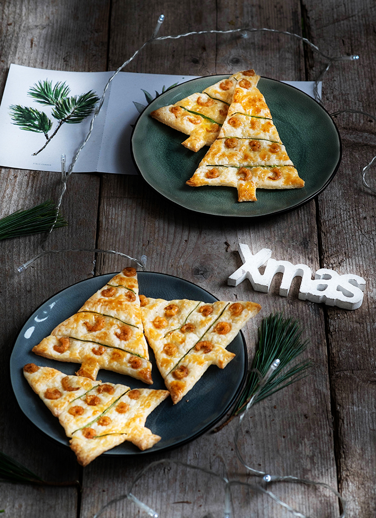 Kerstboompjes van bladerdeeg met Hollandse Garnalen en bieslook - Foodybox