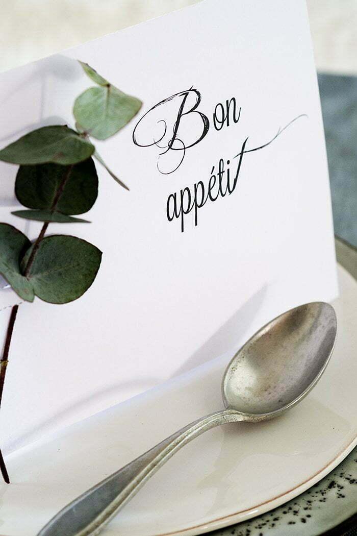 Tafelstyling met free printable Bon appétit