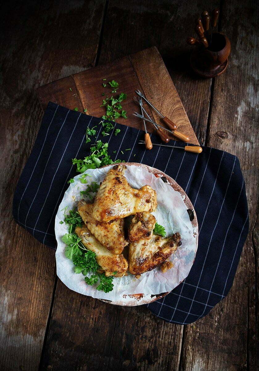 Hartige, kleverige kippenvleugels