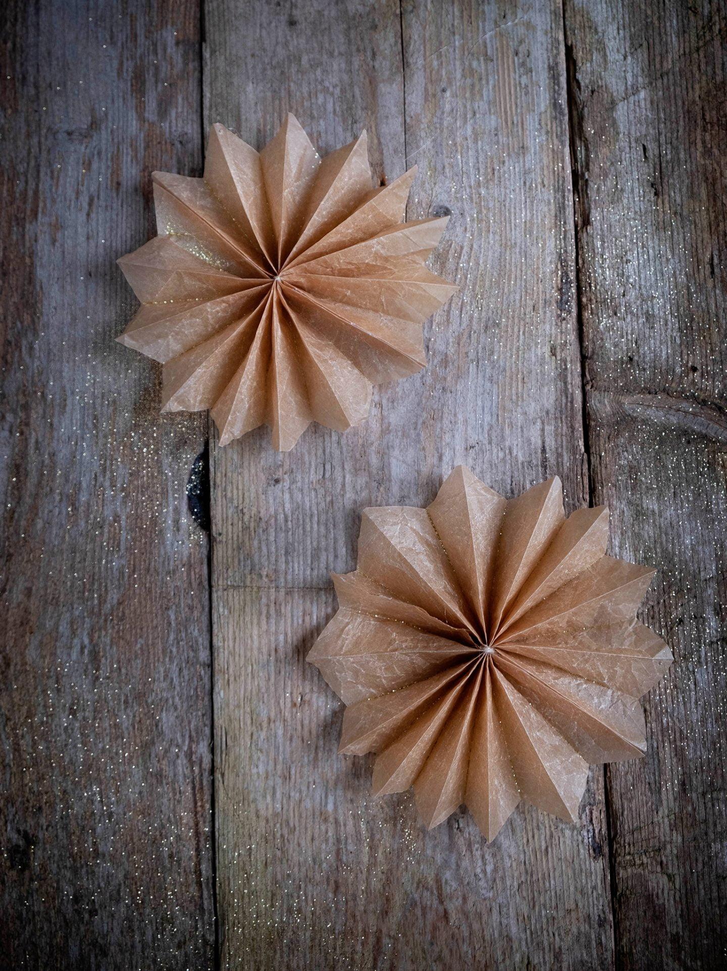 Pin: Papieren ster of ornament voor Kerst – Diy