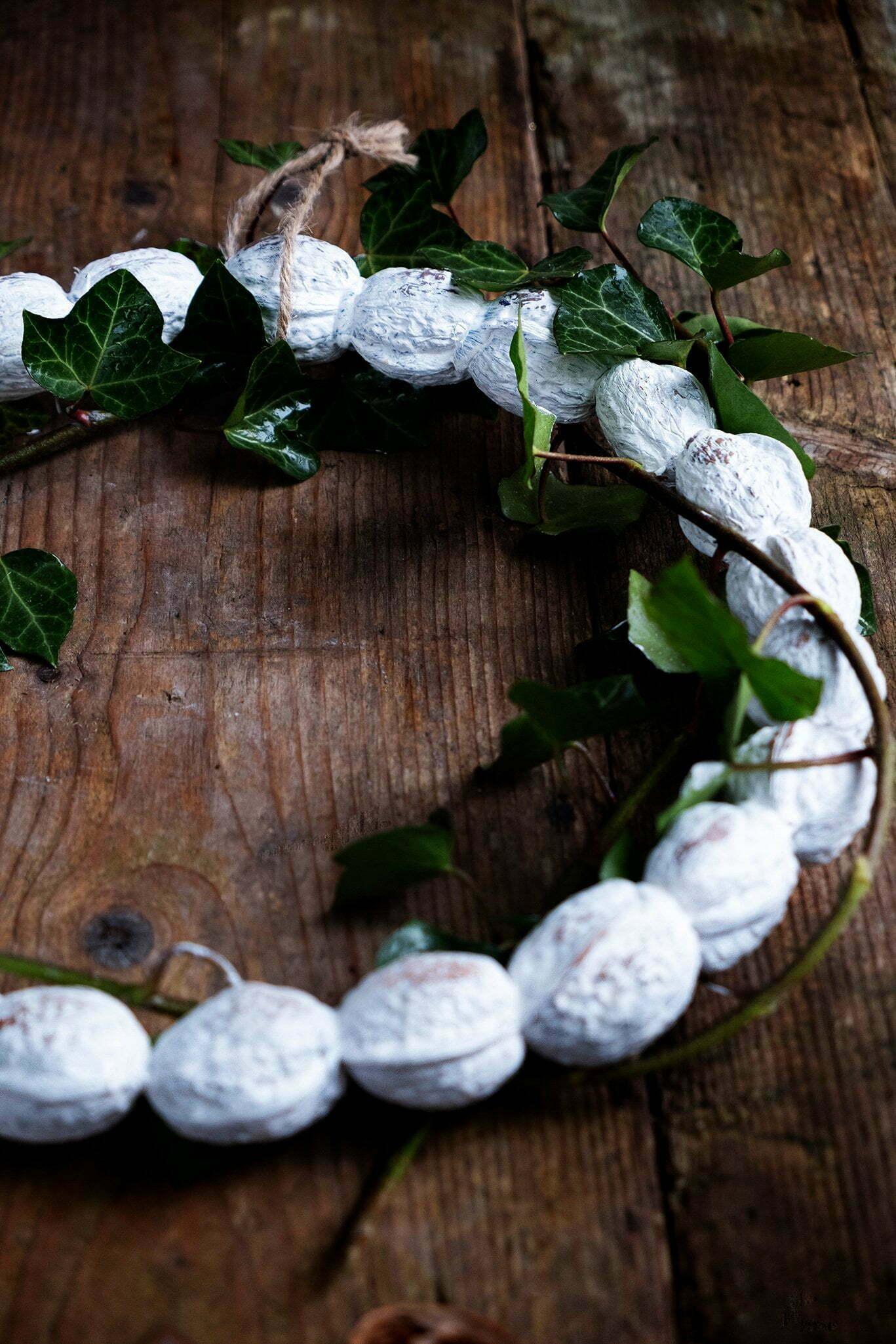 Brocante krans van walnoten - Diy