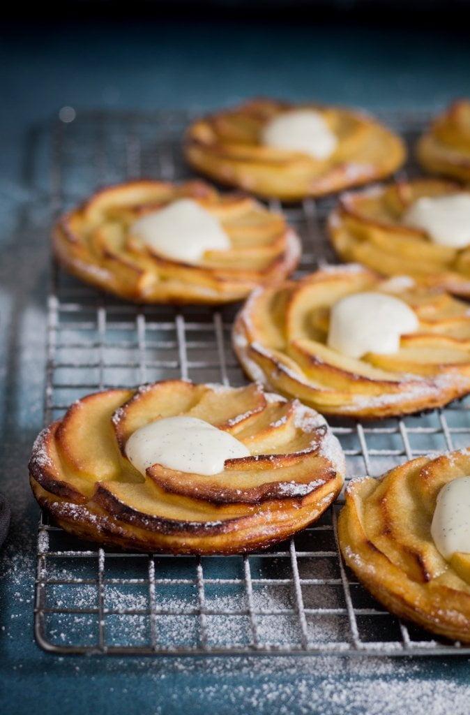 Een lepeltje lekkers: Normandische appeltaartjes met vanilleroom