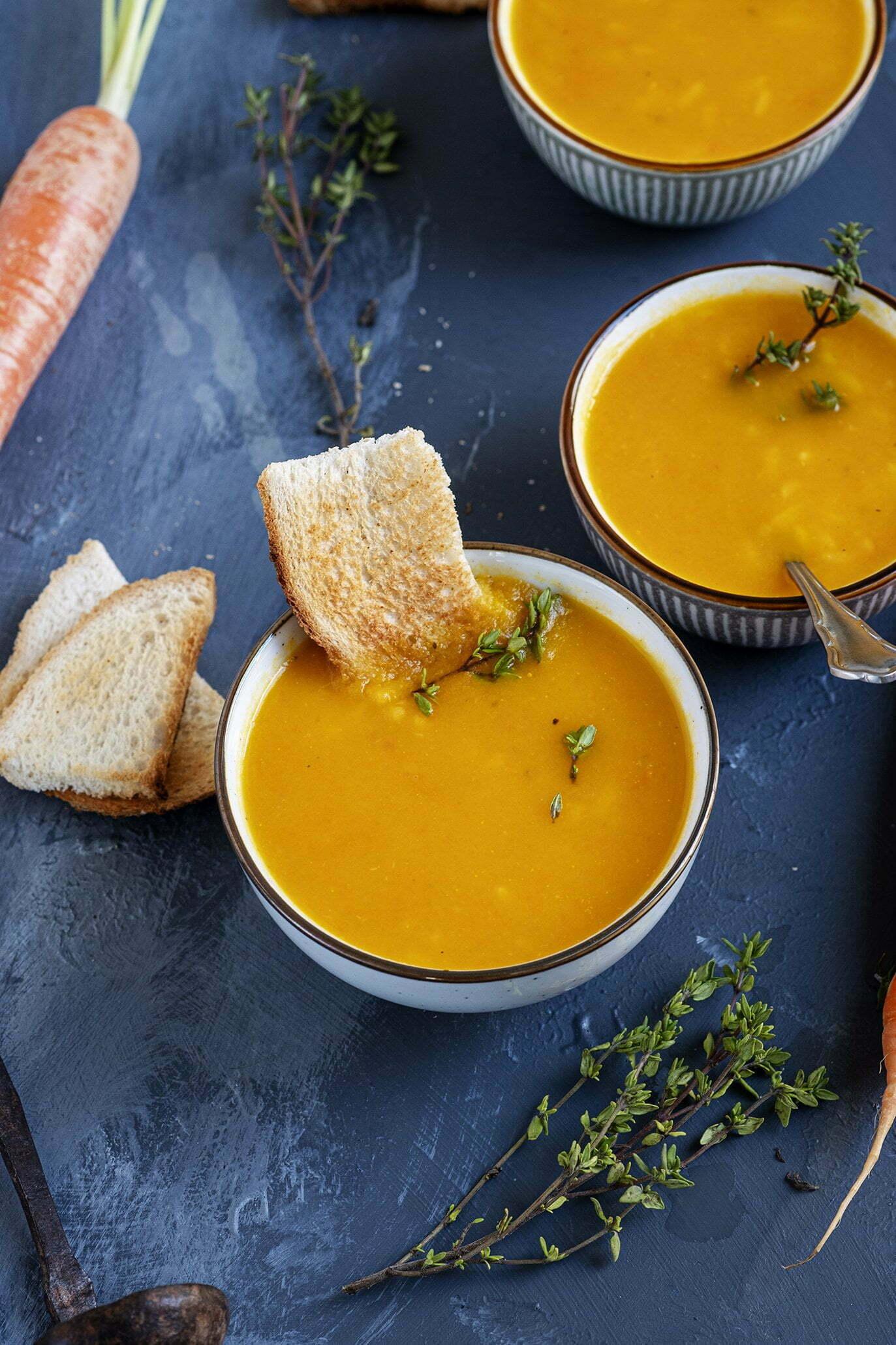 Romige wortelsoep met verse tijm - Recept uit Portugal