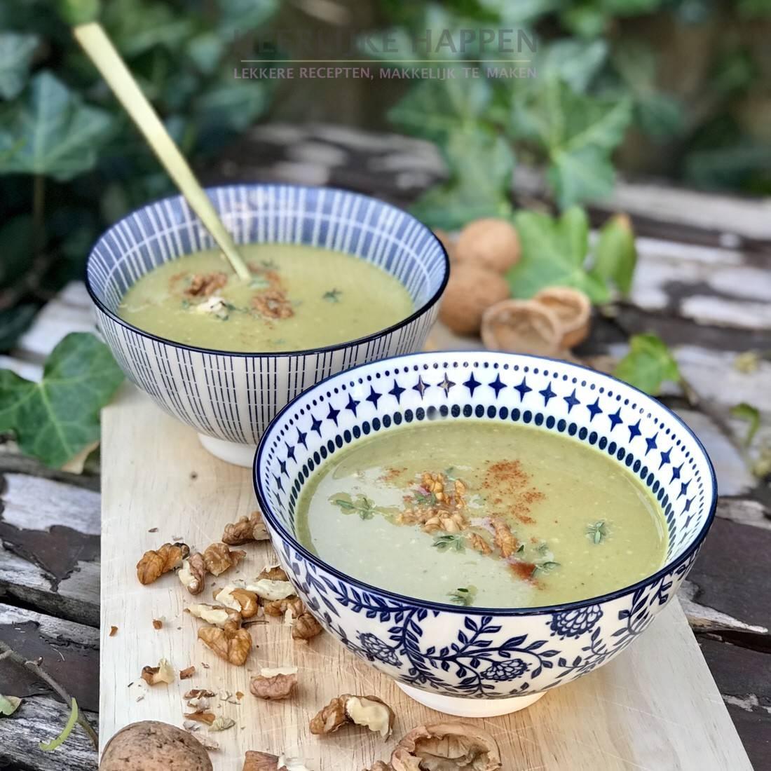 Heerlijke happen: Gele courgettesoep met walnoten
