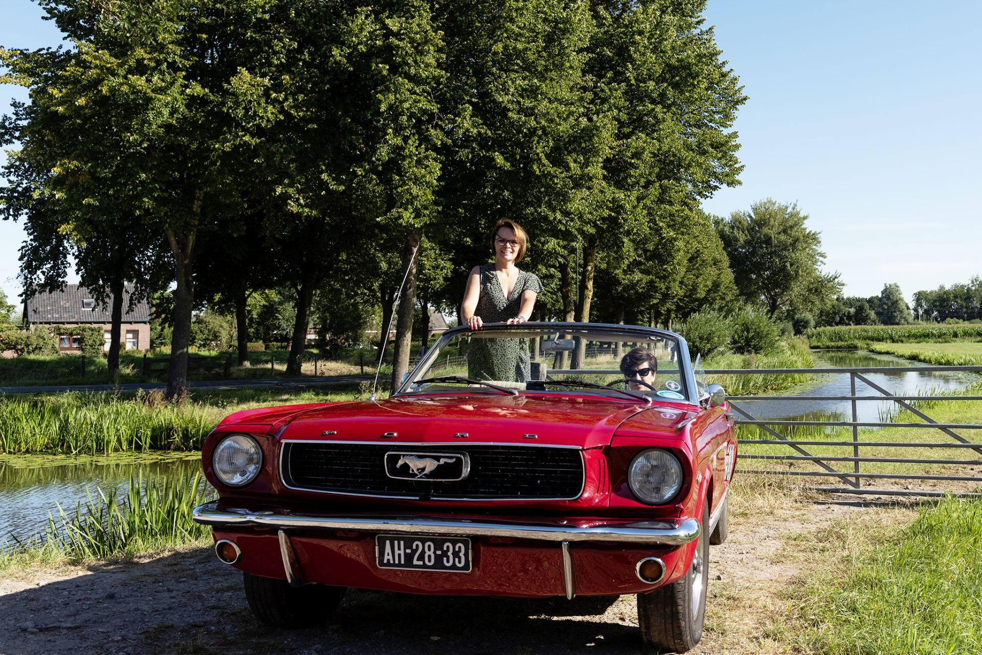 Het was Elsa's droom om een keer in een Ford Mustang cabrio te rijden en die droom is zeker uitgekomen.
