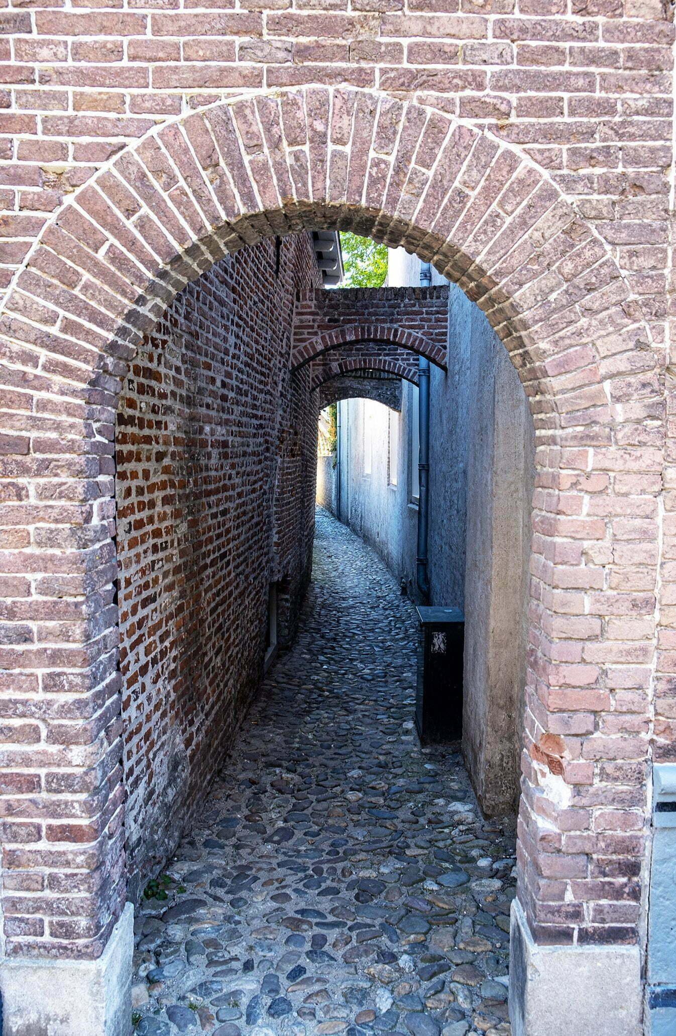 Heusden: In de stad zie je veel pittoreske smalle straatjes.