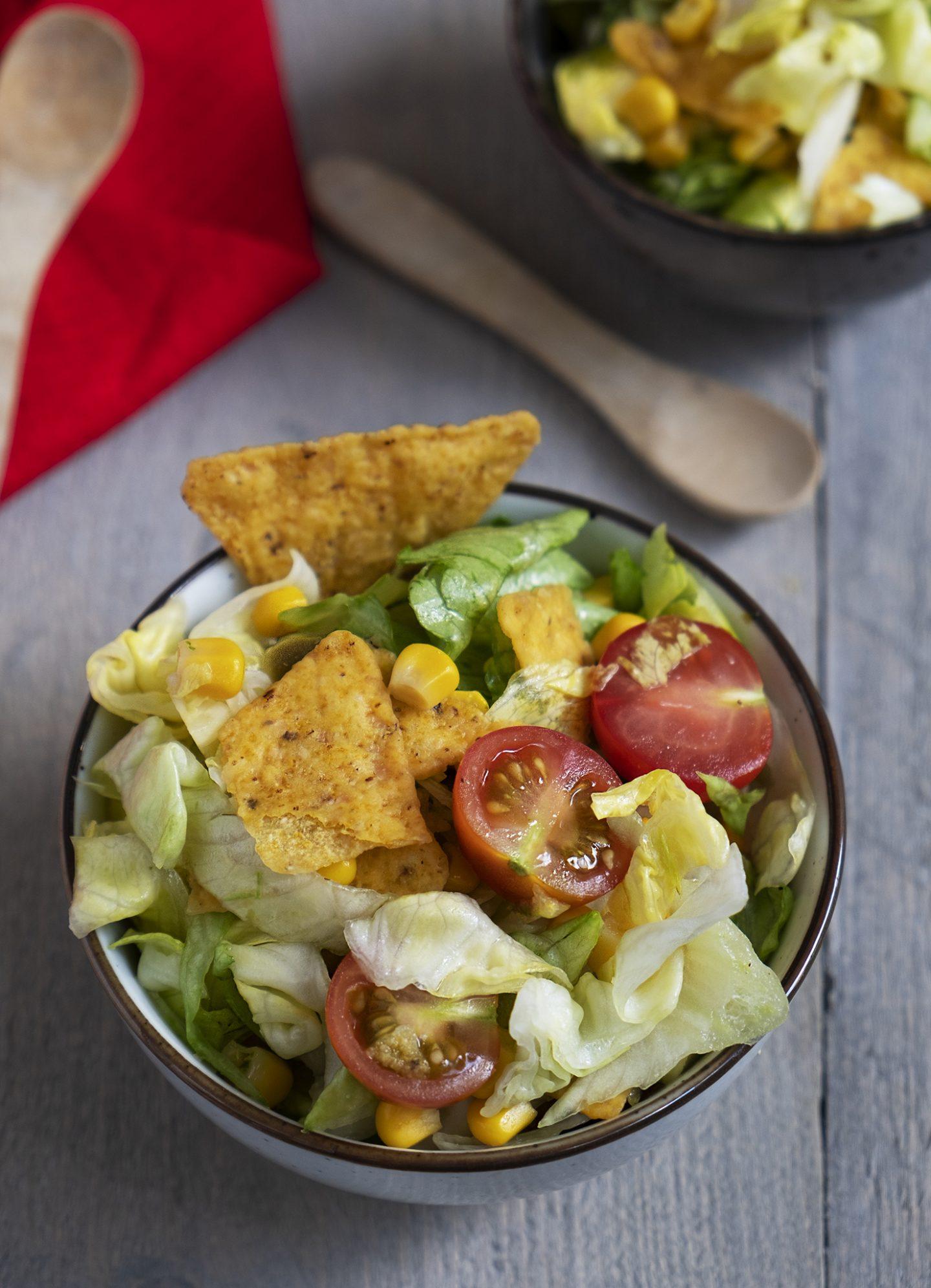 Mexicaanse nacho salade met avocado