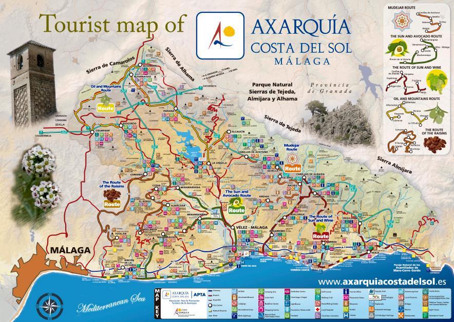 """Comares, 1540 inwoners ligt 35km van Malaga en toornt hoog (7035 M) uit boven het gebied en zie je al vanaf de kust liggen op de heuvel.Het wordt daarom ook wel """"El balcon de la Axarquia"""" genoemd."""