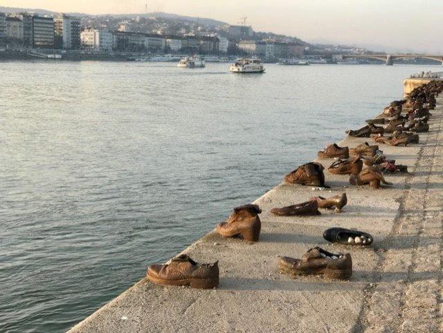 Schoenen aan de Donau