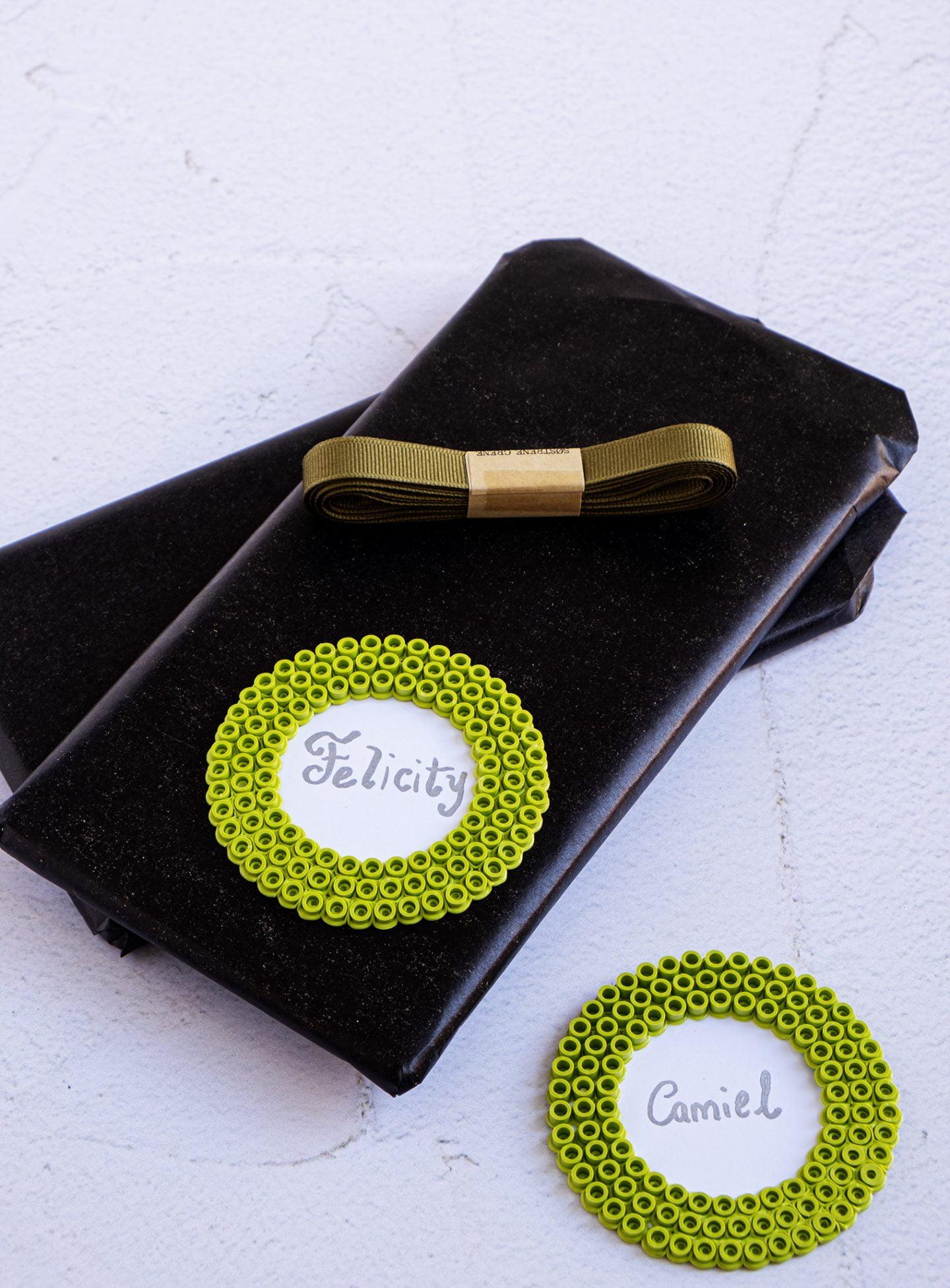 Zelf cadeau labels maken met strijkkralen