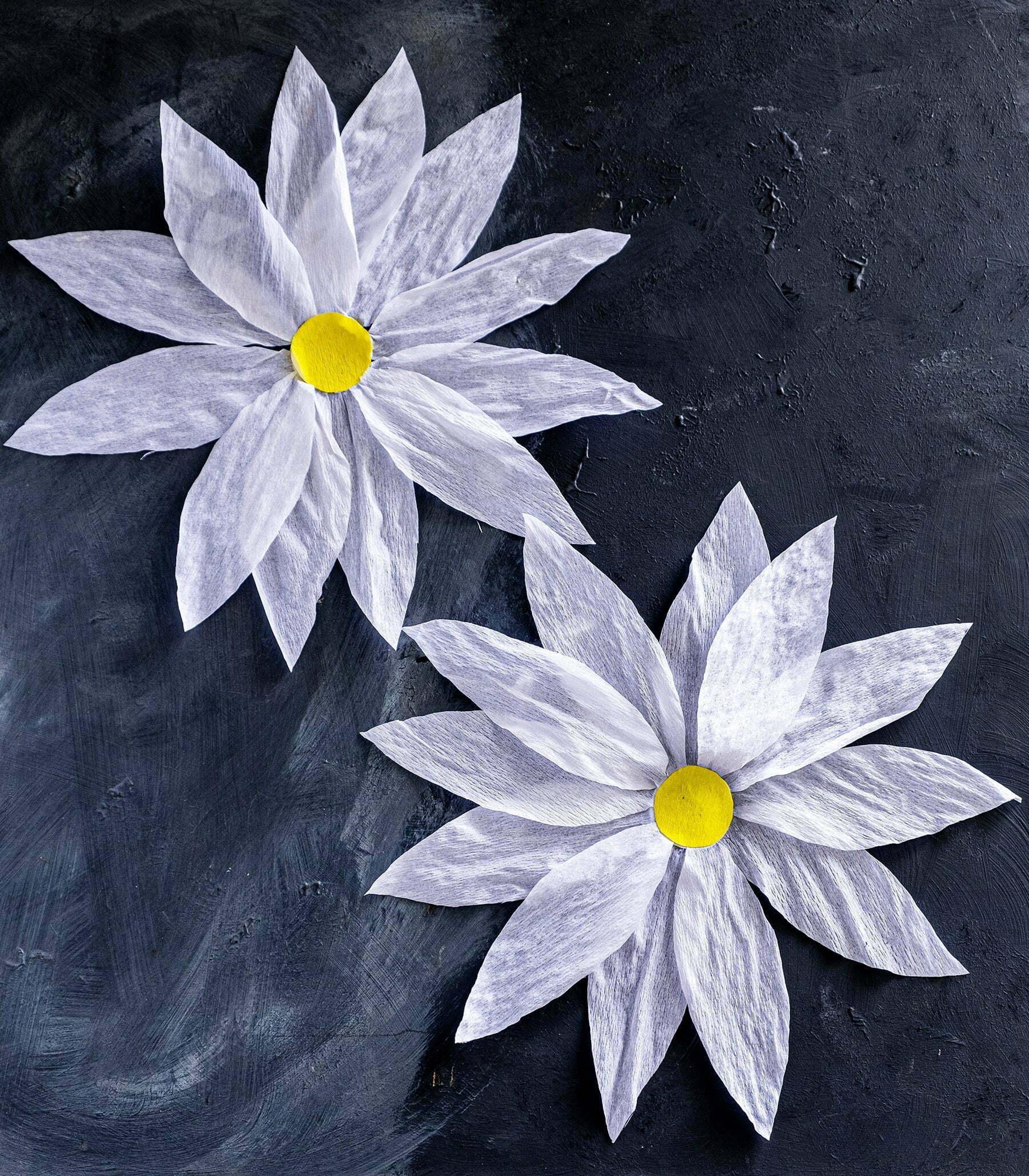 Crêpepapier bloemen decoratie voor een feest; Diy