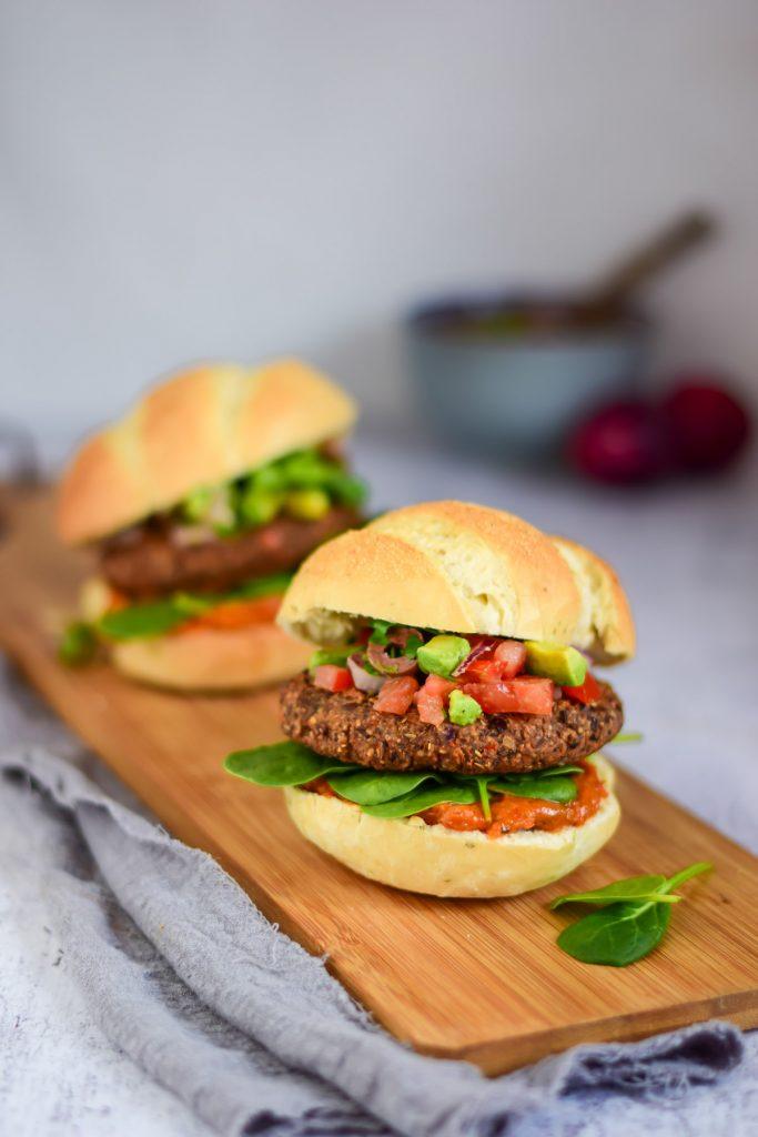 Saudalicious: Zwarte bonen burgers met salsa vegan