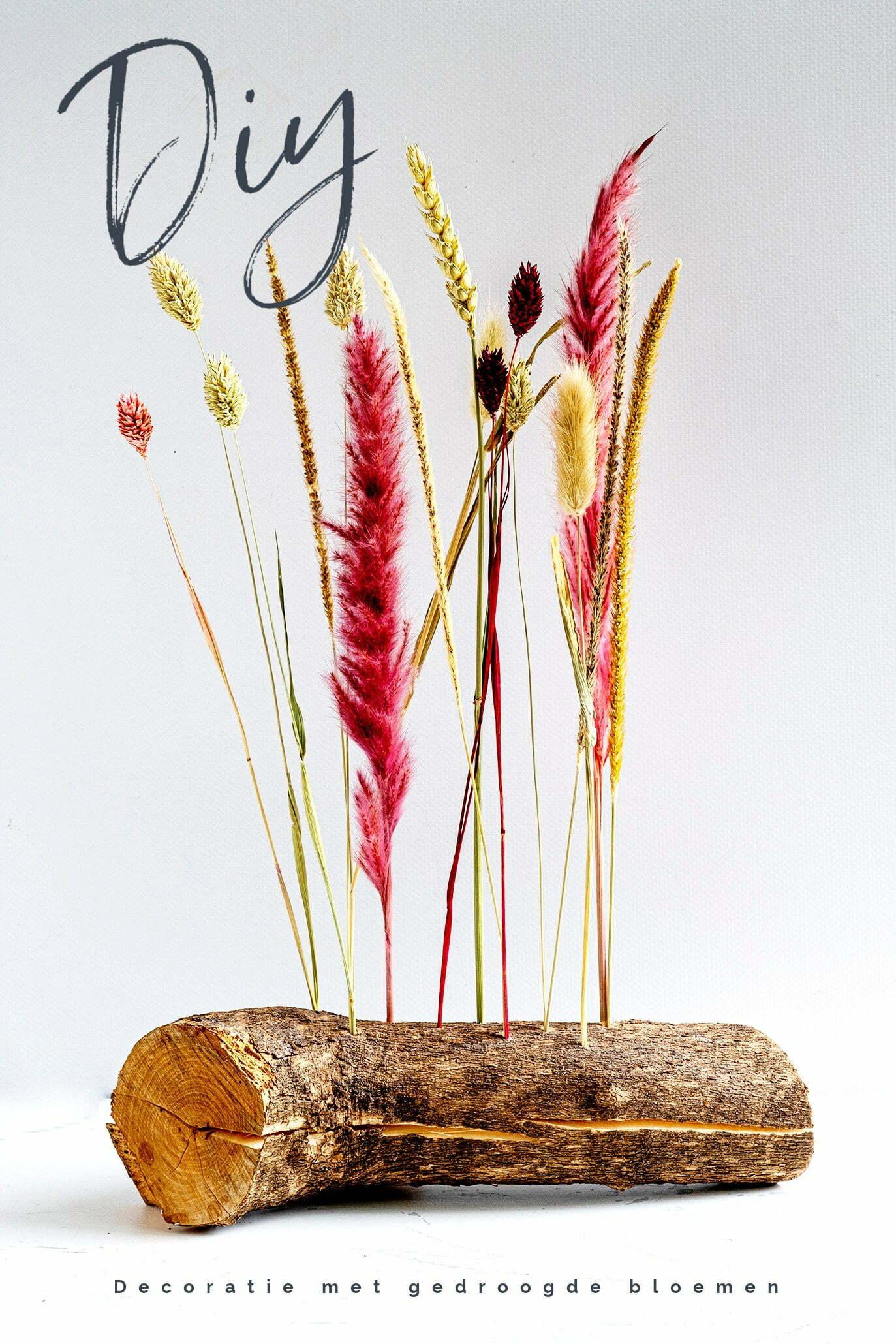 Decoratie met gedroogde bloemen op hout om zelf te maken