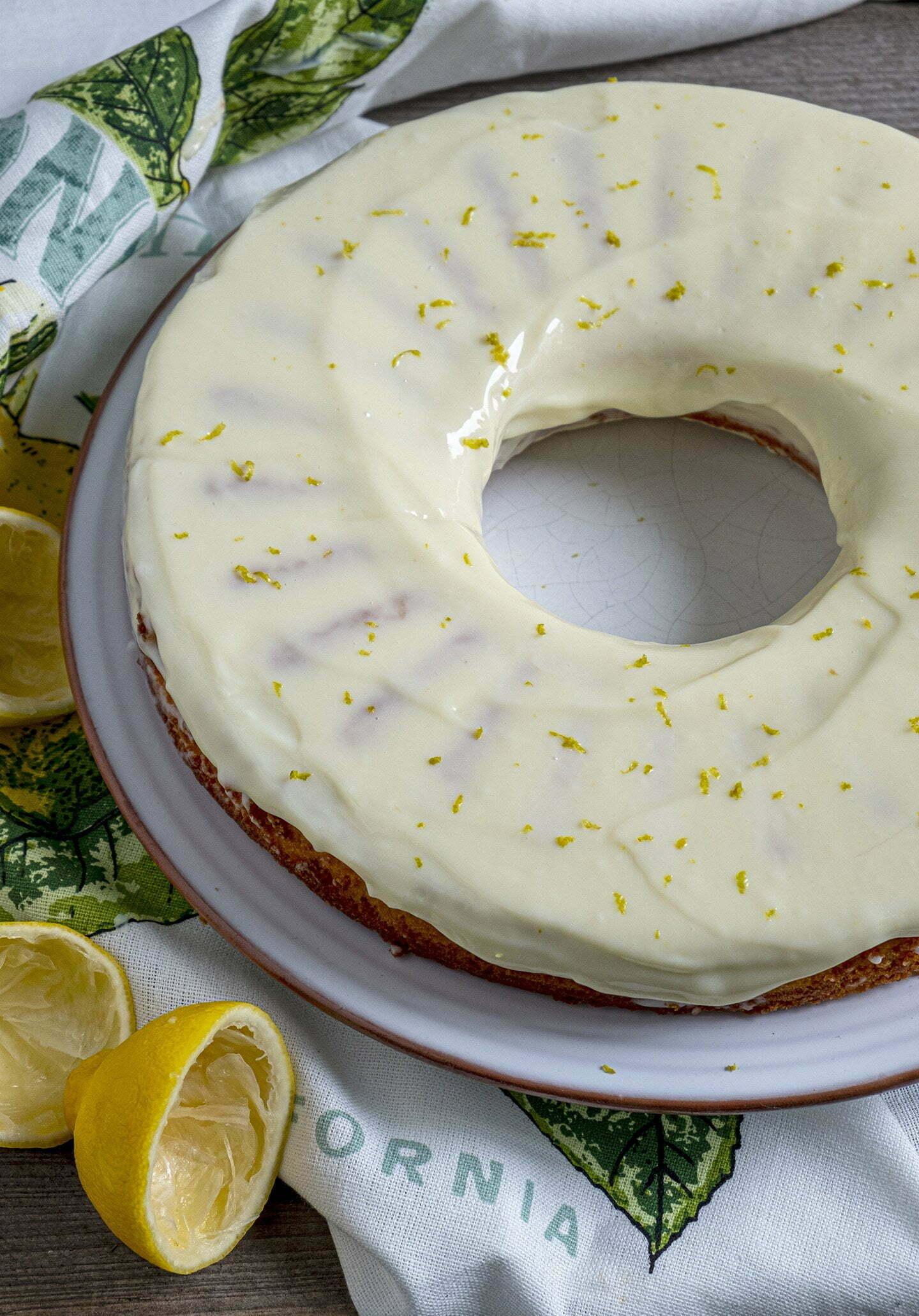 Luchtige citroencake met zachte citroenglazuur