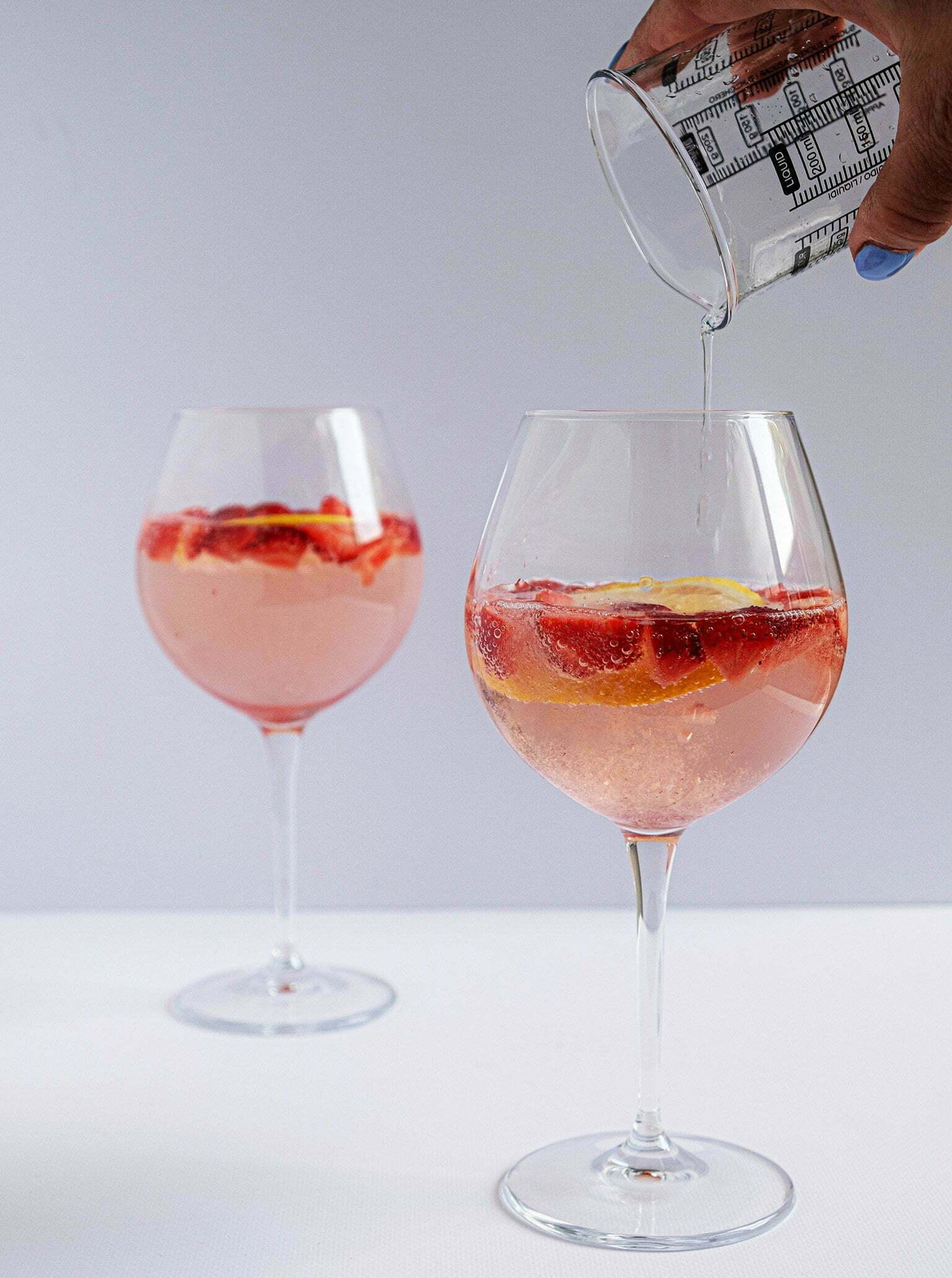 Gin-tonic recept met citroen en aardbeien